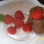 Mousse au Chocolat mit Erdbeeren kl