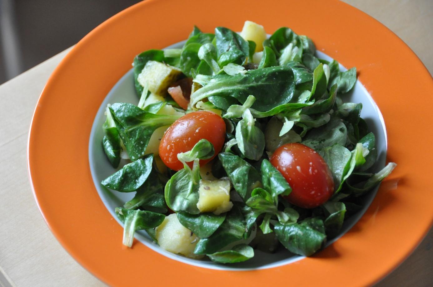 glutenfreier salat mit kartoffeln feldsalat und kirschtomaten leckere glutenfreie rezepte. Black Bedroom Furniture Sets. Home Design Ideas